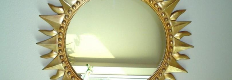 Зеркало напротив двери — хорошо или плохо?