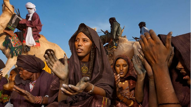 zhesty-ruk-tuaregov